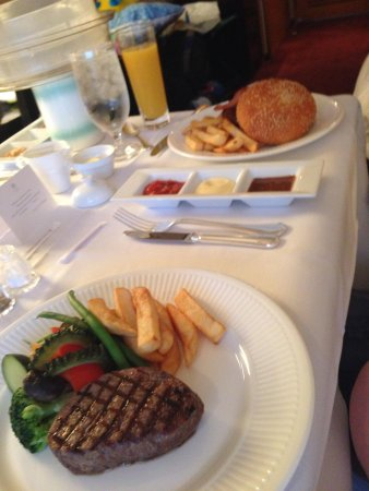 Hotel Granvia Kyoto: Recommend the steak and burger for room service!!