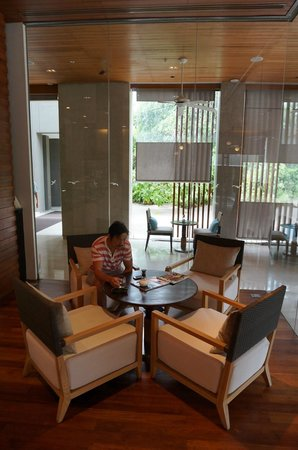 Renaissance Phuket Resort & Spa: relaxing at the coffee shop and grabbing a bite to eat