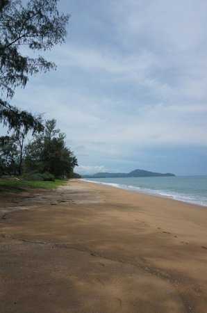 Renaissance Phuket Resort & Spa: not one person on the beach