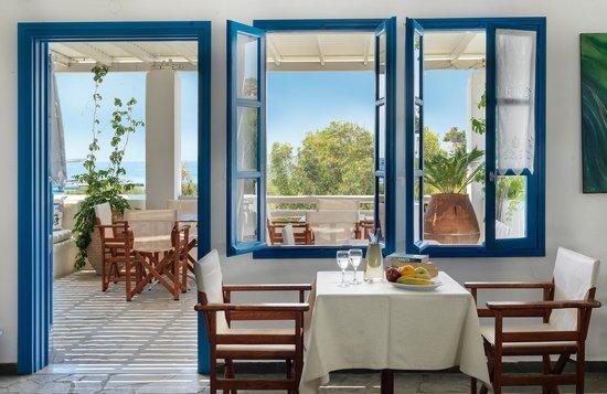 Aloni Hotel: Breakfast area