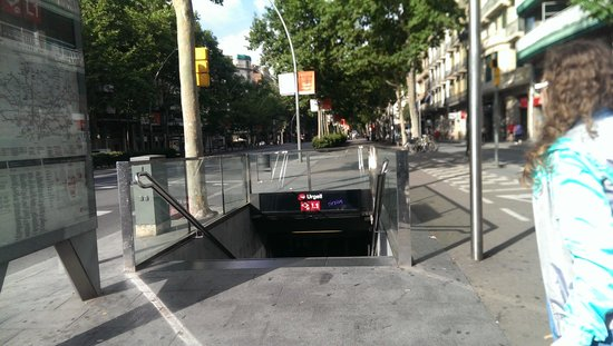 Hostal Absolut Centro: metro urgell a 5 min
