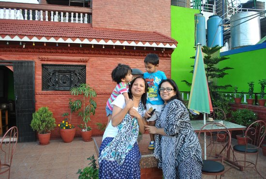 Hotel Happy Home: Wife n Sis with KIDS