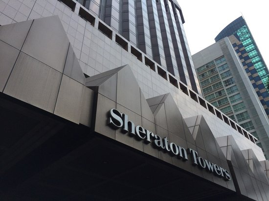 Sheraton Towers Singapore: At the entrance