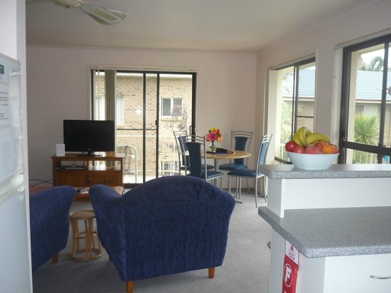 Ocean Drive Apartments : Living / Dining Area