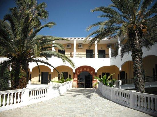 Paradise Hotel Corfu: Der Eingang zum Hotel - ein erster Eindruck