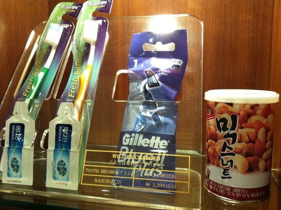 Best Western Premier Hotel Kukdo: Price of the toothbrushes and razor