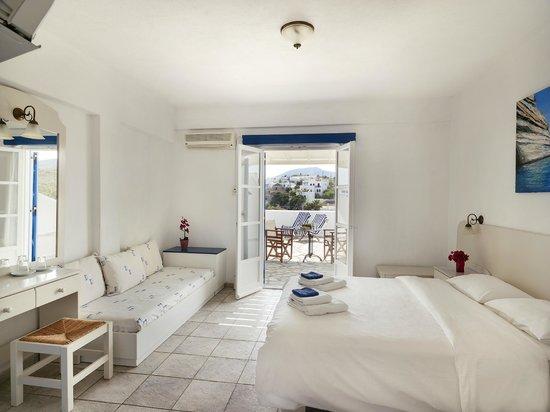 Aloni Hotel: family room