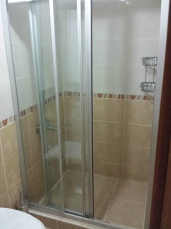 Naz Wooden House Inn: Shower