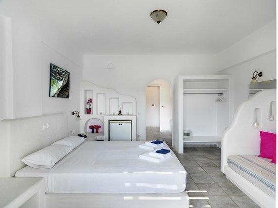 Aloni Hotel : family room