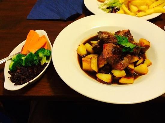 The Jolly Huntsman Bed and Breakfast: Kangaroo steak