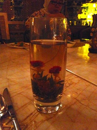 Table 8: Tea that blossomed into a gorgeous flower
