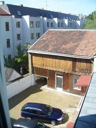Appartements Kastner: Blick auf den Innenhof gute Parkmöglichkeit