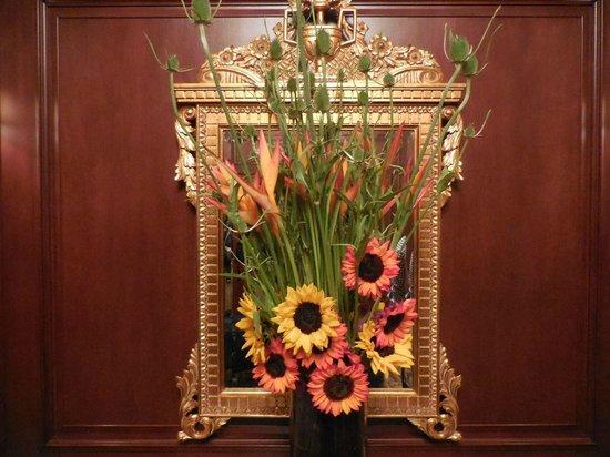 Omni San Francisco Hotel: Nice flowers