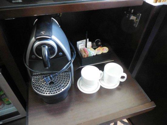 Omni San Francisco Hotel: Nespresso Coffee in the suite - Nice!!