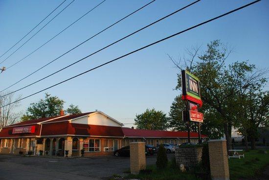 Three Diamond Inn: main building