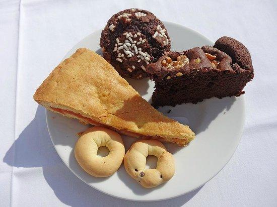 Agriturismo Al Vecchio Biroccio: 3 verschiedene Kuchen zum Frühstück