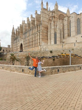 No Frills Excursions: Palmabus Excursion - Palma Cathedral