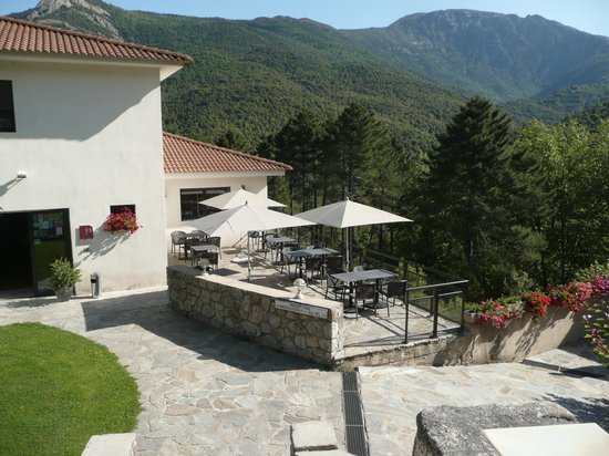 Hôtel Des Deux Sorru: vue partielle de l'hôtel et de la terrasse