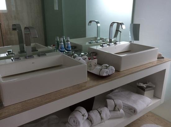 Anticavilla Restaurant, Hotel & Spa: full sized bathroom products of higher quality than most.
