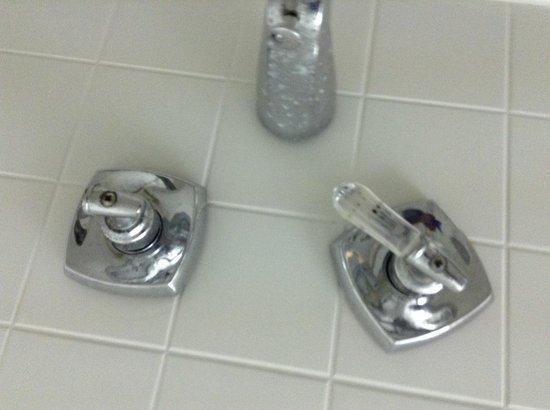 Holiday Beach Hotel and Casino : Bathroom