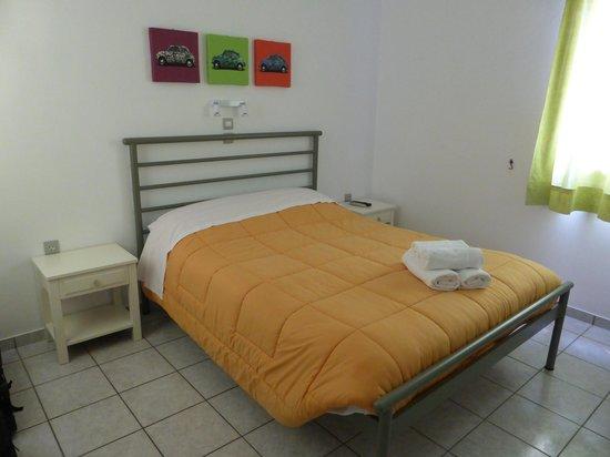 Morfeas Pension: Room