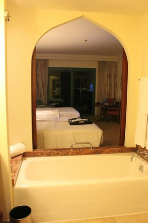 Atlantis, The Palm: View from bathroom to room (Club room)