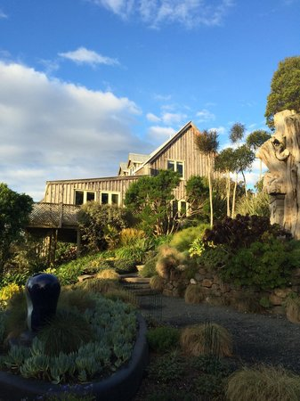 Larnach Castle Lodge: View from garden of lodge. Room 17 closest on corner magic room . Quite romantic.