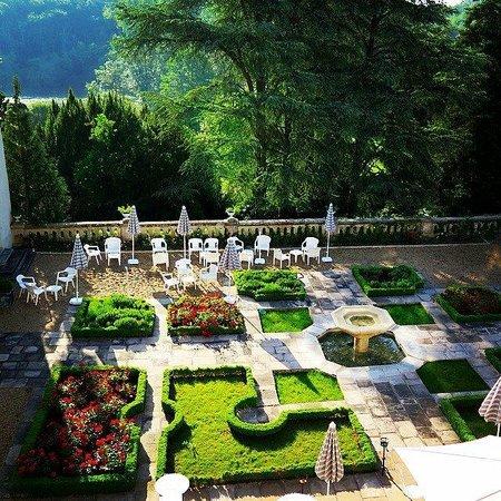 Chateau de Beauvois: Cour à la française