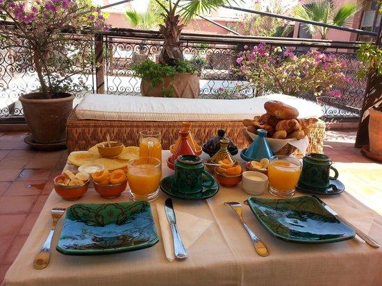 Riad Les Nuits de Marrakech: Breakfast