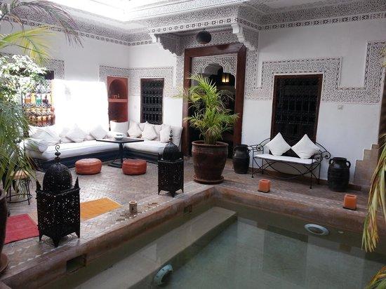 Riad Les Nuits de Marrakech: Pool area
