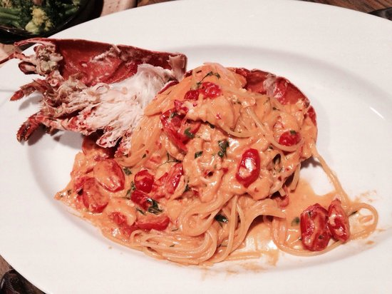 Novikov Restaurant & Bar: Lobster with linguini and spicy pink sauce.... Yummy 😋😋 Cheery tomatoes were very sweet.