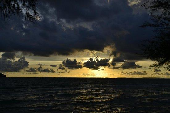 Banana Beach Bungalow & Restaurant : Вид из бунгало