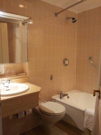 Holiday Inn London - Heathrow Ariel: Bathroom
