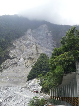 CityInn Hotel - Taipei Station Branch I: Taroko nature park land slide. A must visit place if you are in hualian.