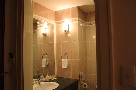 Sunrise Nha Trang Beach Hotel & Spa : bathroom