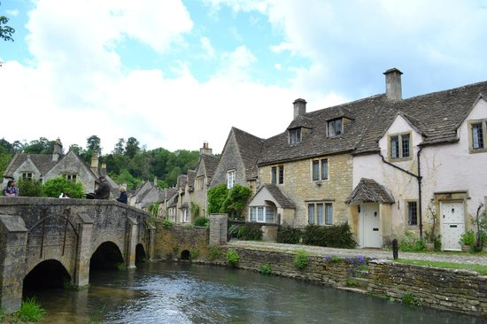 Castle Combe Village: Castle Combe by the river