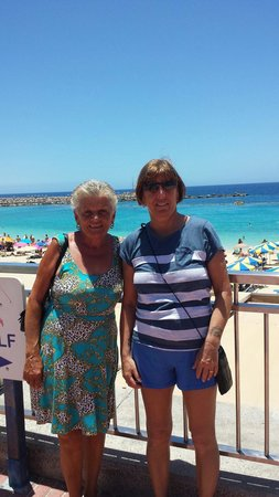 Sol Y Paz Apartments: Great lady who is from the solypaz a staff member been there a long long time PAT with my wife X