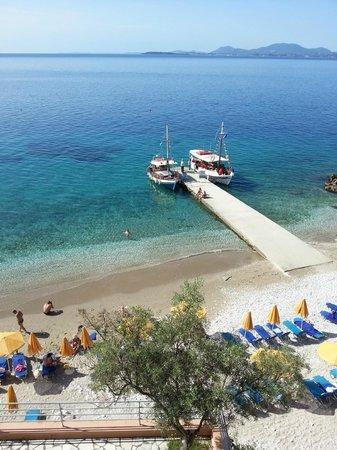Sunshine Corfu Hotel & Spa : beach and jetty