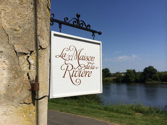 La Maison de la Riviere: Entry Sign