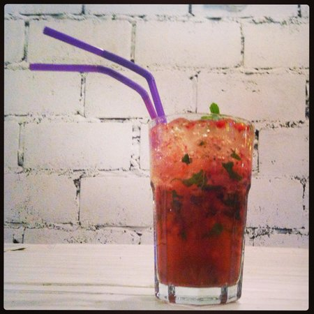 Vintage Burgers, Friends and Booze: Strawberry Mojito Deligh