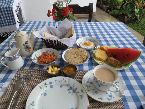 Little Paradise Tourist Guest House and Holiday Home Anuradhapura: breakfast