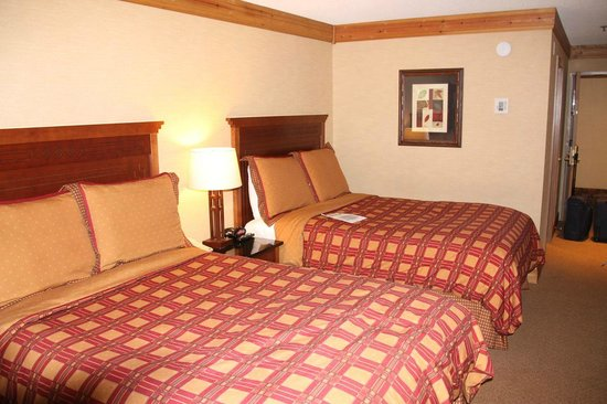 Tenaya Lodge at Yosemite: Larger room with two doubles and a sofa bed