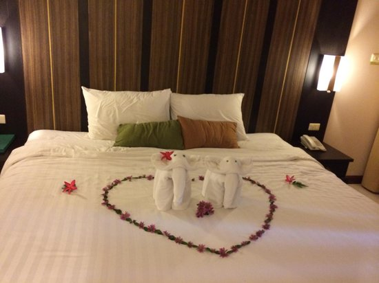 Deevana Patong Resort & Spa : couple elephant welcome us at deluxe roon