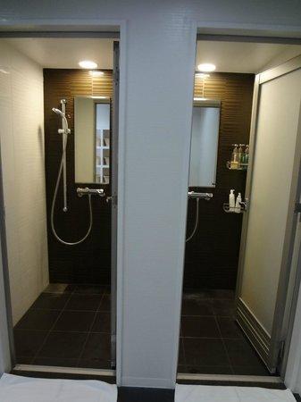 First Cabin Haneda Terminal 1: 浴室シャワーブース