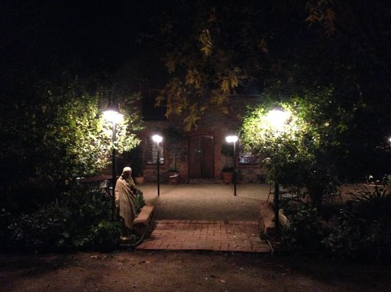 Magpies Nest Restaurant: The entrance