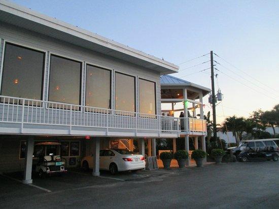 Crow's Nest Marina Restaurant & Tavern: Exterior View