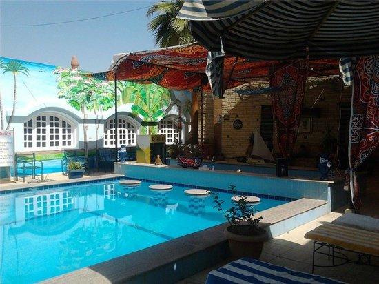 Nile Valley Hotel Restaurant: Pool bar area