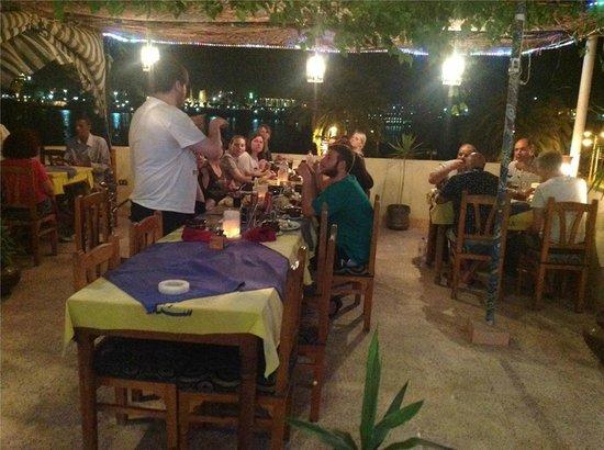 Nile Valley Hotel Restaurant: group dinner at rooftop restaurant