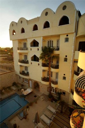 Nile Valley Hotel Restaurant: building