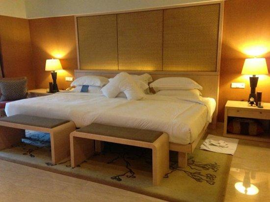 Conrad Bali: Conrad Suites - Huge King Bed (2 x Queens together!)